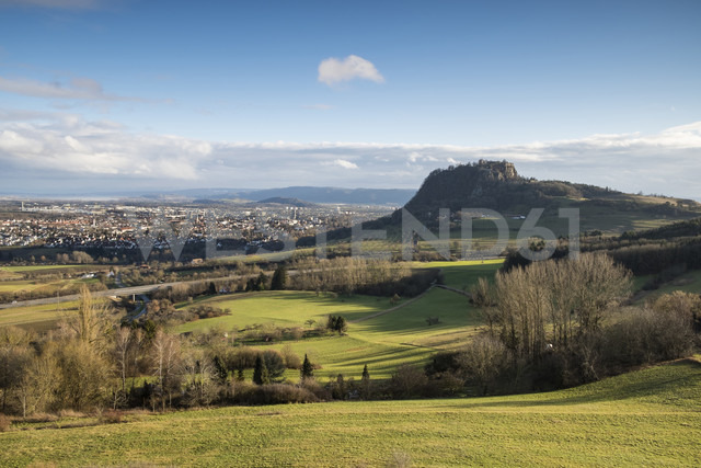 Germany, Baden-Wuerttemberg, Singen, View of Hegau landscape with Hohentwiel and Hohentwiel castle - ELF000802