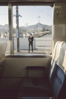 Japan, view from compartment to train platform - FL000355