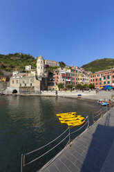 Italy, Cinque Terre, Harbour of Vernazza - AM001615