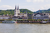 Germany, Rhineland-Palatinate, View of Boppard, old town with St. Severus Church at Rhine river - WDF002168