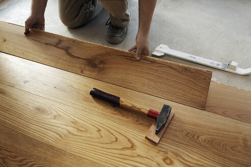 Man laying finished parquet flooring, close-up - BIF000304