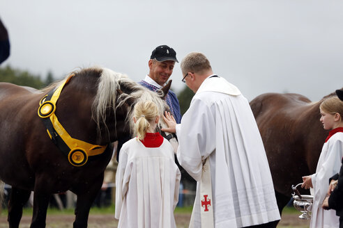 Germany, Black Forest, Traditional horse blessing at the horse festival in St Margen - SL000292