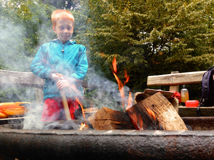 Boy at Fire, Germany, Baden-Wuerttemberg, Constance - JEDF000077