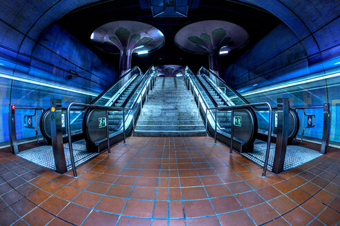 Germany, Hesse, Frankfurt, underground station, escalator - TI000013