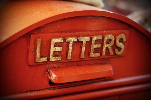 Germany, Red mail box in Buckeburg - HOHF000370