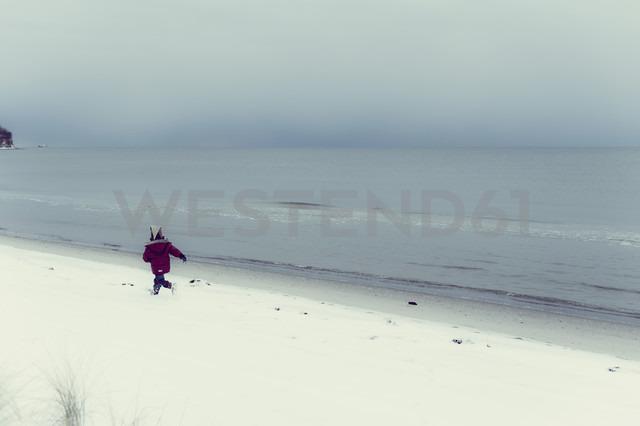Germany, Mecklenburg-Western Pomerania, Ruegen, Baltic Sea in winter - MJF000679