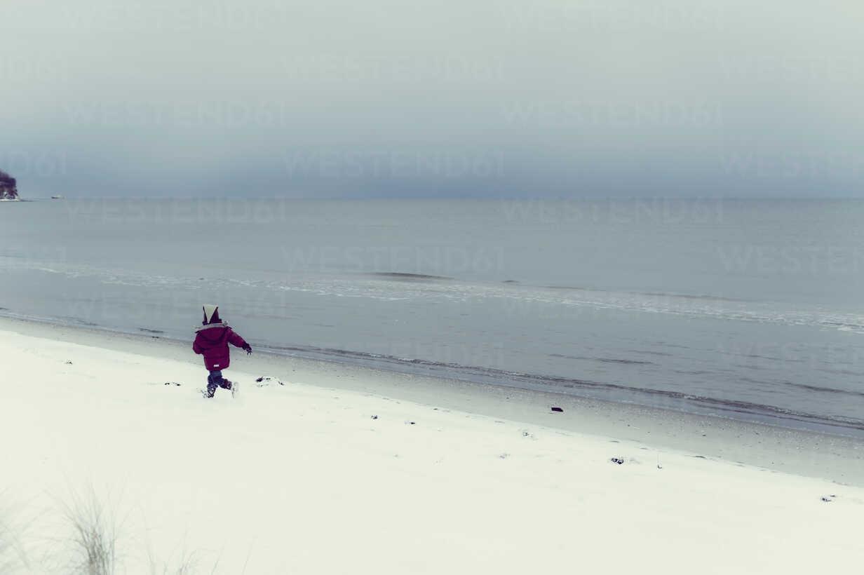 Germany, Mecklenburg-Western Pomerania, Ruegen, Baltic Sea in winter - MJF000679 - Jana Mänz/Westend61