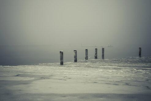 Germany, Mecklenburg-Western Pomerania, Ruegen, Gager in winter - MJF000668