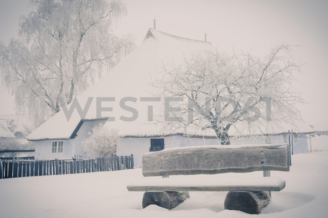 Germany, Mecklenburg-Western Pomerania, Ruegen, Empty bench at Pfarrwitwenhaus Gross Zicker in winter - MJ000610 - Jana Mänz/Westend61