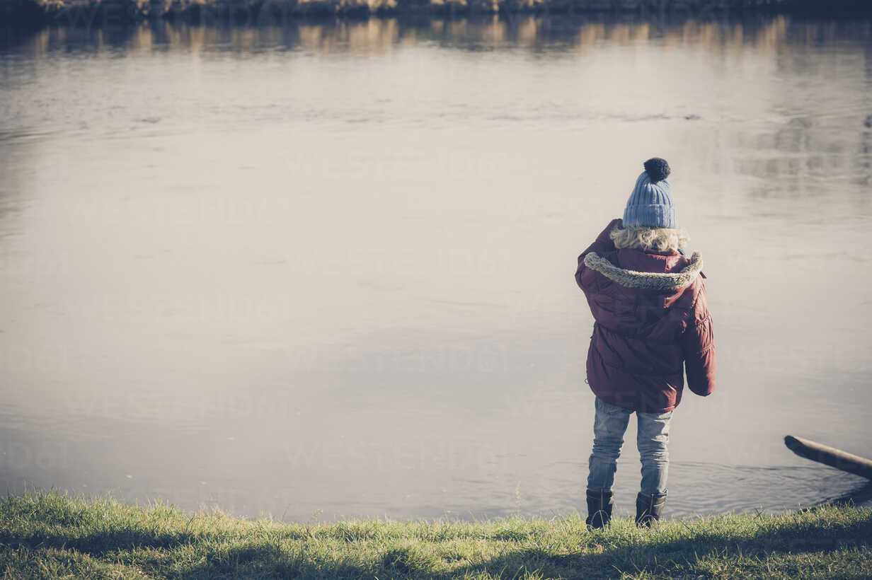 Boy standing at a lake - MJF000606 - Jana Mänz/Westend61