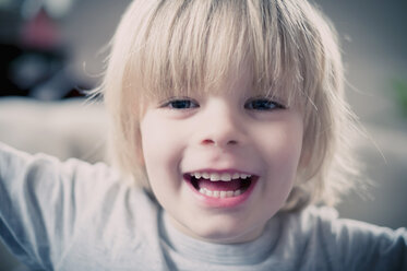 Happy blond boy, portrait - MJF000695