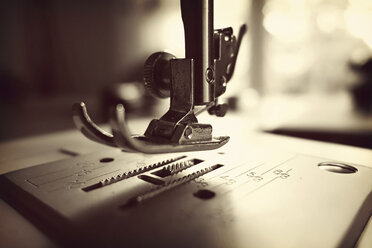 Germany, Minden, sewing machine, close up - HOHF000371