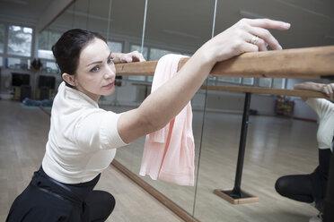 Germany, Bavaria, female ballet dancer at a rehearsal - VTF000068