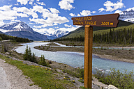 Canada, Alberta, Jasper National Park, Banff National Park, Icefields Parkway, sign at Athabasca River - FO005666