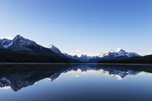 Canada, Alberta, Jasper National Park, Maligne Mountain, Maligne Lake - FOF005776