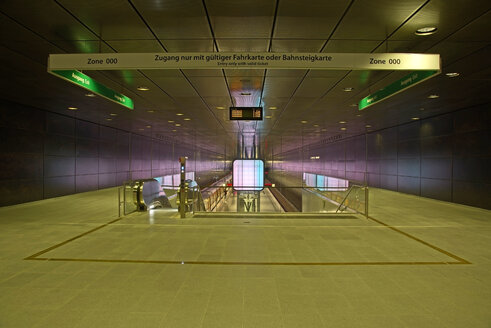 Germany, Hamburg, Hafencity university, underground station - TI000027