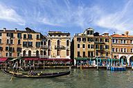 Italy, Venice, Gondola on Canale Grande - FO005795
