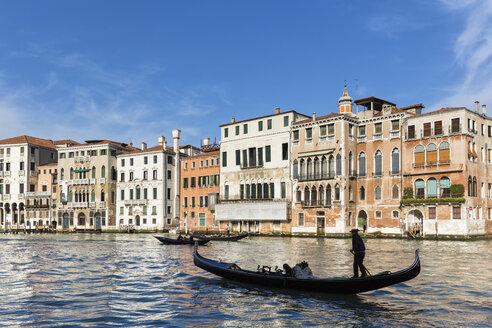 Italy, Venice, Gondola on Canale Grande - FO005803