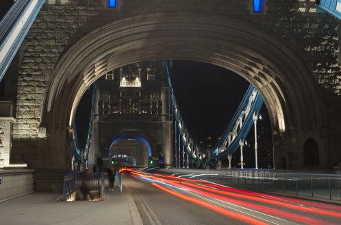 United Kingdom, England, London, Tower Bridge, traffic at night - JB000005