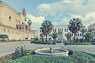 Italy, Sicily, Palermo, Fountain in front of Cattedrale di Palermo - MF000806