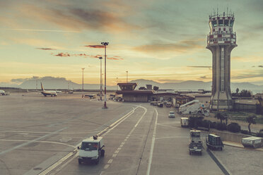 Italy, Sicily, Palermo, Aeroplanes and cars at the airport - MF000833