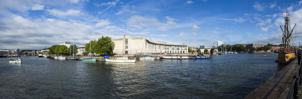 United Kingdom, England, Bristol, Panorama view of the harbour and the theatre at river avon - DISF000440