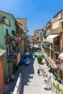 Italy, Liguria, La Spezia, Cinque Terre, Manarola, view to alley with residential houses - AMF001762