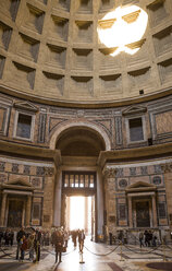 Italy, Rome, interior view of Pantheon - DIS000423