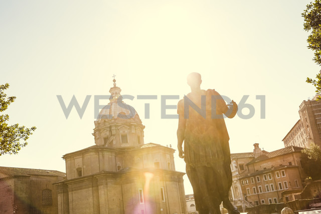 Itlay, Rome, statue of Julius Caesar at back light - DISF000418