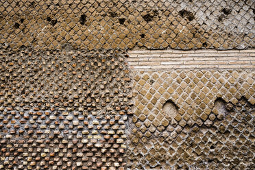 Italy, Tivoli, detail of antique brickwork at Hadrian's Villa - DISF000417