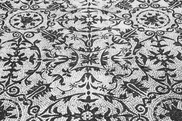 Italy, Tivoli, part of black and white mosaic floor with floral ornaments at Hadrian's Villa - DIS000413