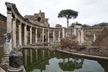 Italy, Tivoli, Teatro Marittimo at Hadrian's Villa - DIS000409