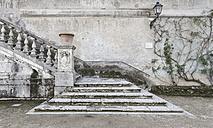 Italy, Tivoli, view to stairway of Villa d´Este - DIS000404