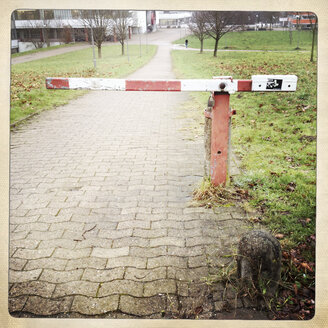 Tiny counter bar at a foot path, University of Bielefeld, Germany - ZMF000187