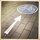 Street marking for bicycle road, Cologne, Germany - ZMF000146