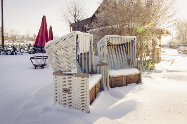 Germany, two snow covered hooded beach chairs - MJ000780