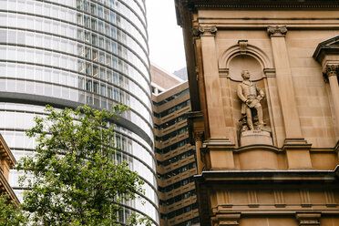 Australia, New South Wales, Sydney, view to facade of skyscraper and statue of John Oxley at facade of the Department of Lands Building - FBF000203