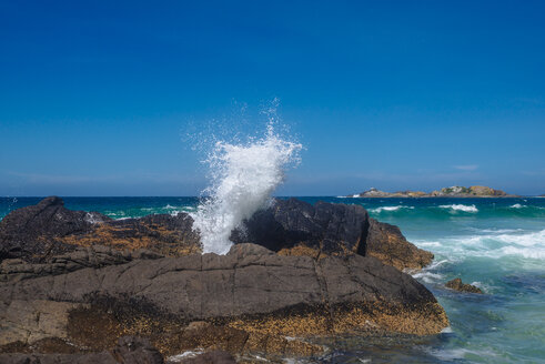 Australia, Seal Rocks, rocks and surging billow - FBF000183