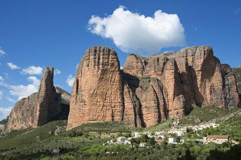 Spain, Aragon, rock formation Mallos de Riglos near Riglos - LAF000522