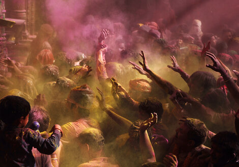 India, Uttar Pradesh, Vrindavan, people during Holi, spring festival, festival of colours - JBA000012