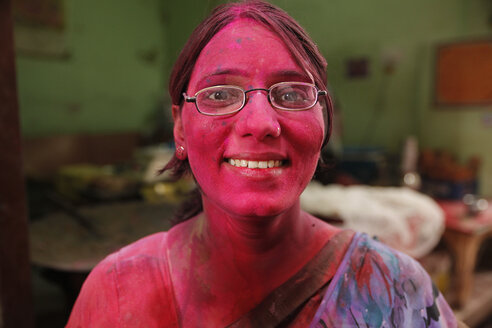 India, Uttar Pradesh, Vrindavan, portrait of a woman during Holi, spring festival, festival of colours - JBA000025