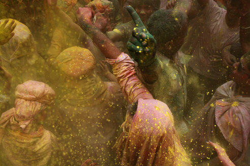 India, Uttar Pradesh, Vrindavan, people during Holi, spring festival, festival of colours - JBA000041