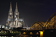 Germany, North Rhine-Westphalia, Cologne, Cologne Cathedral and Hohenhollern Bridge over the Rhine river by night - ZMF000193