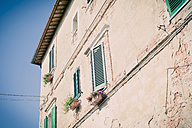 Italy, Tuscany, Val d'Orcia, House in Monticchiello - MJF000820