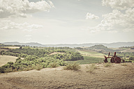 Italy, Tuscany, Val d'Orcia, Rolling landscape - MJF000749