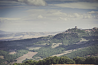 Italy, Tuscany, Val d'Orcia, Rolling landscape - MJF000739