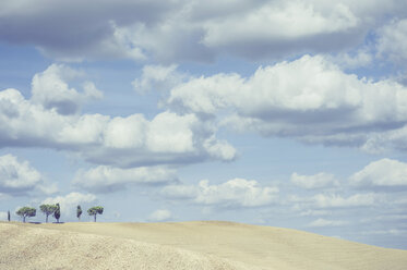 Italy, Tuscany, Val d'Orcia, Rolling landscape - MJF000853