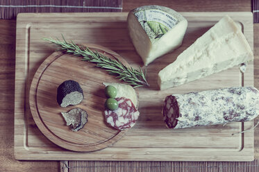 Wooden plate with truffles, cheese and salami - MJ000856