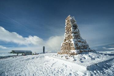 Germany, Baden-Wuerttemberg, Feldberg, Ski lift and Feldberg Tower - PAF000316