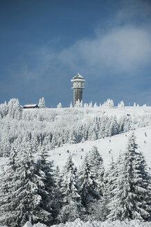 Germany, Baden-Wuerttemberg, Black Forest, Feldberg, Feldberg Tower and ski run in winter - PAF000310